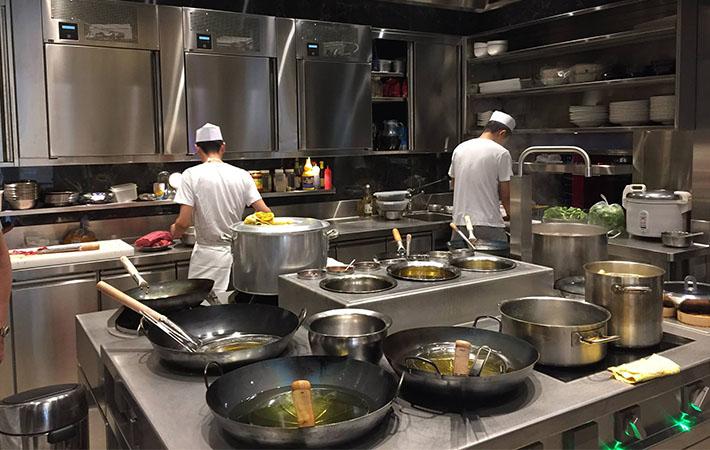 Forma E Sostanza Una Storia Di Design Marrone Custom Cooking