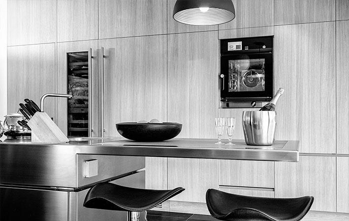 Abitazione moderna marrone custom cooking for Abitazione moderna